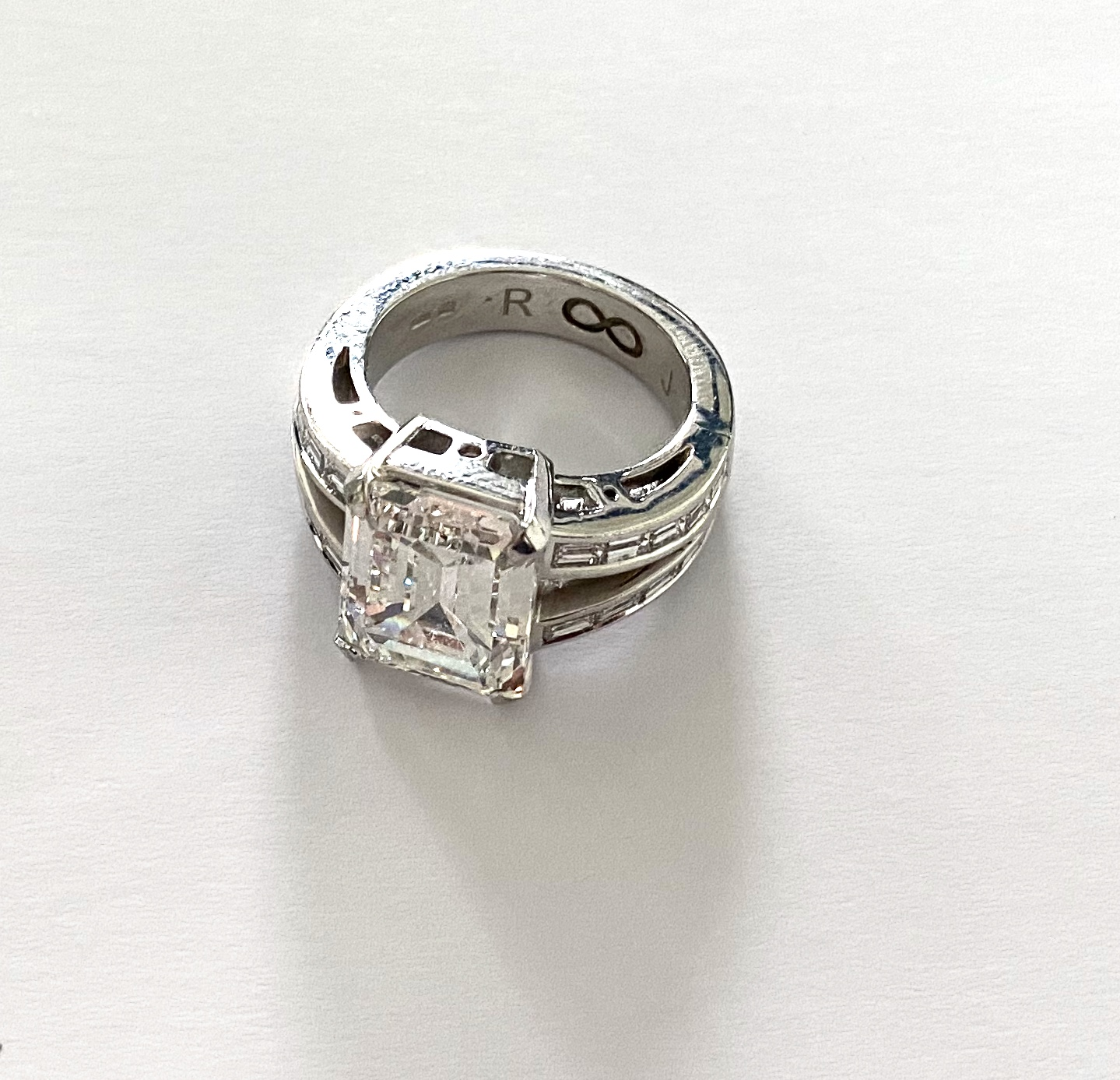 R-0064  Diamond Ring