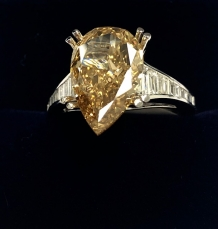 D-025, Pearshaped  5,00 CARAT DIAMOND